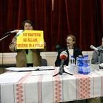 Kossuth tér 1-3. - Előveszi a lejegelt költségvetést a parlament