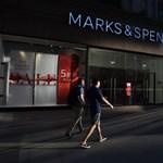 50 évesen szült, gazdag kismamaként lép le a Marks & Spencertől