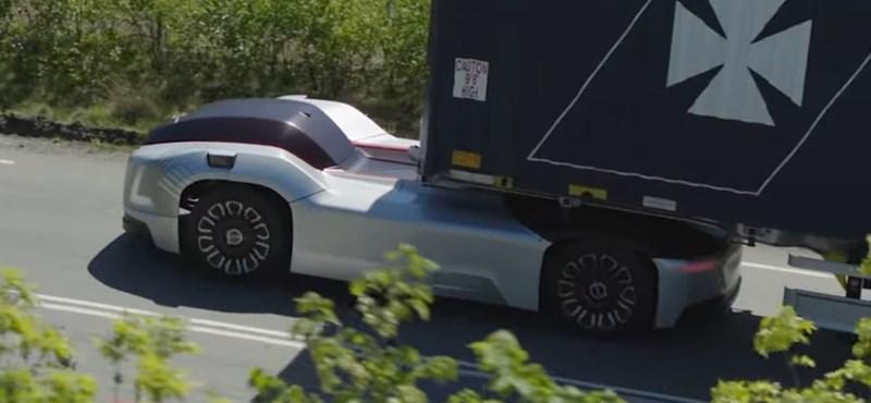 Videó: már utasfülkéje sincs a Volvo önvezető elektromos vontatójának