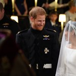 Videó: Különleges autóval ment a fogadásra Harry herceg és Meghan Markle