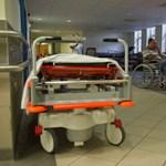 Már márciusban megveheti az állam az ágyakat a beteg gyerekeik mellett maradó szülőknek