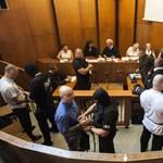 Romagyilkosságok: az utolsó szó jogán elfúló hangon mondott beszédet az egyik vádlott