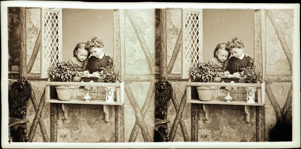 Olvasó gyermekek portréja 1880. körül - könyv világnapja nagyítás