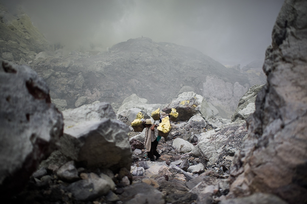 Indonézia kén bánya, bányászat, utazás, nagyítás