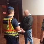 Csíkos gatyában vitték a bíróságra a debreceni trafikrablót – videó