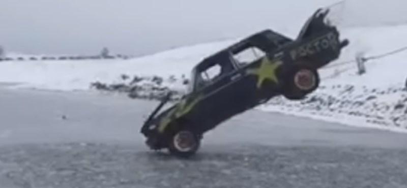 Már megint az oroszok: égő Ladával ugrattak egy befagyott tóba