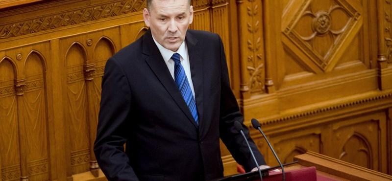 A Volner párt elnöke a kamupártokkal magyarázta a választási törvény miatt beadott módosítóját