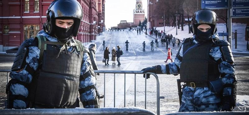 A lakásukon keresik a rendőrök az ellenzéki tüntetésről tudósító orosz újságírókat