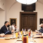 Rogánnal kísértette ki Orbán a pécsi polgármestert az iparűzési adóról szóló megbeszélésről