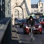 Tilos a turistabuszoknak áthajtani a Lánchídon