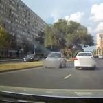 Szemből próbálkozott feljutni az Árpád hídra egy autós – videó