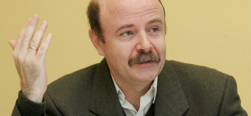 """""""Mélységesen ellenzem"""" - mondja a Bayert kitüntetésre ajánló alapítvány elnöke"""
