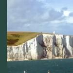 Melyik ország partjainál magasodnak a híres fehér sziklák?