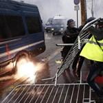 Újabb karácsonyi ajándékot kaptak a tüntetők Macronéktól
