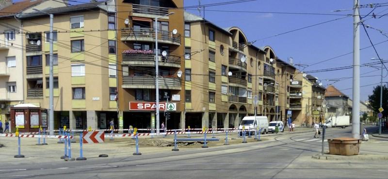 Fotók: Így néz ki a szobányi területen beszakadt út Zuglóban