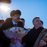 Fotók: A mémgyár munkásai Kazahsztánban tartanák Orbánt