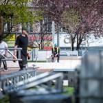 Mit rejtenek az Erzsébet tér paravánjai? – fotók