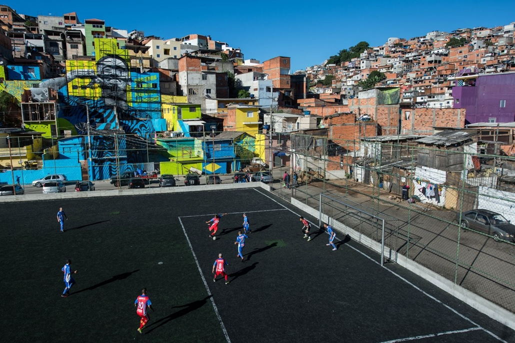 afp.18.05.20. - Gabriel Jesus portréja Sao Paolo külvárosában. Az olimpia bajnok futballista aki jelenleg a Manchester Cityben játszik itt nőtt fel.