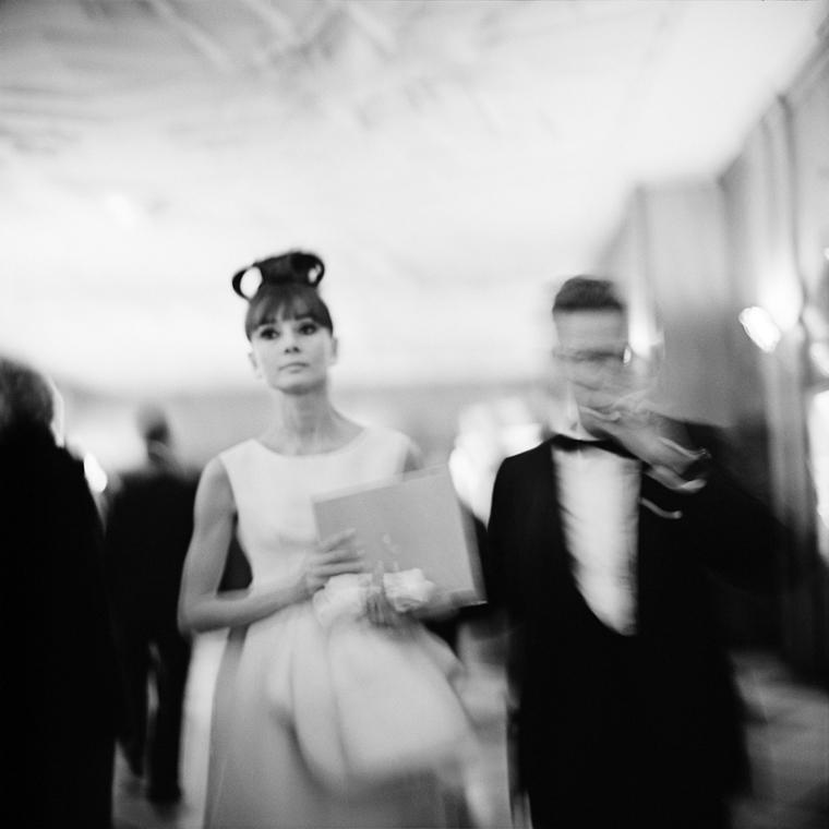 NE használd_! - Vivian Maier nagyítás - Audrey Hepburn a My Fair Lady chicagói premierjén - RKO Palace Színház - 1964. október 23. (zselatinos ezüst, 2014)