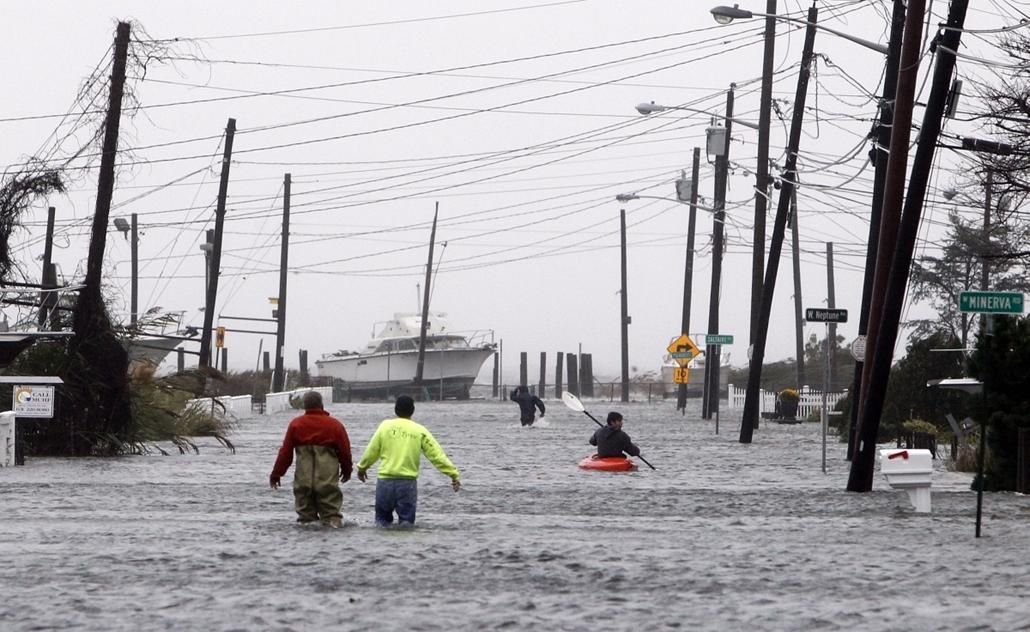 Lindenhurst: elárasztott utcák sora New Yorkban - Sandy hurrikán