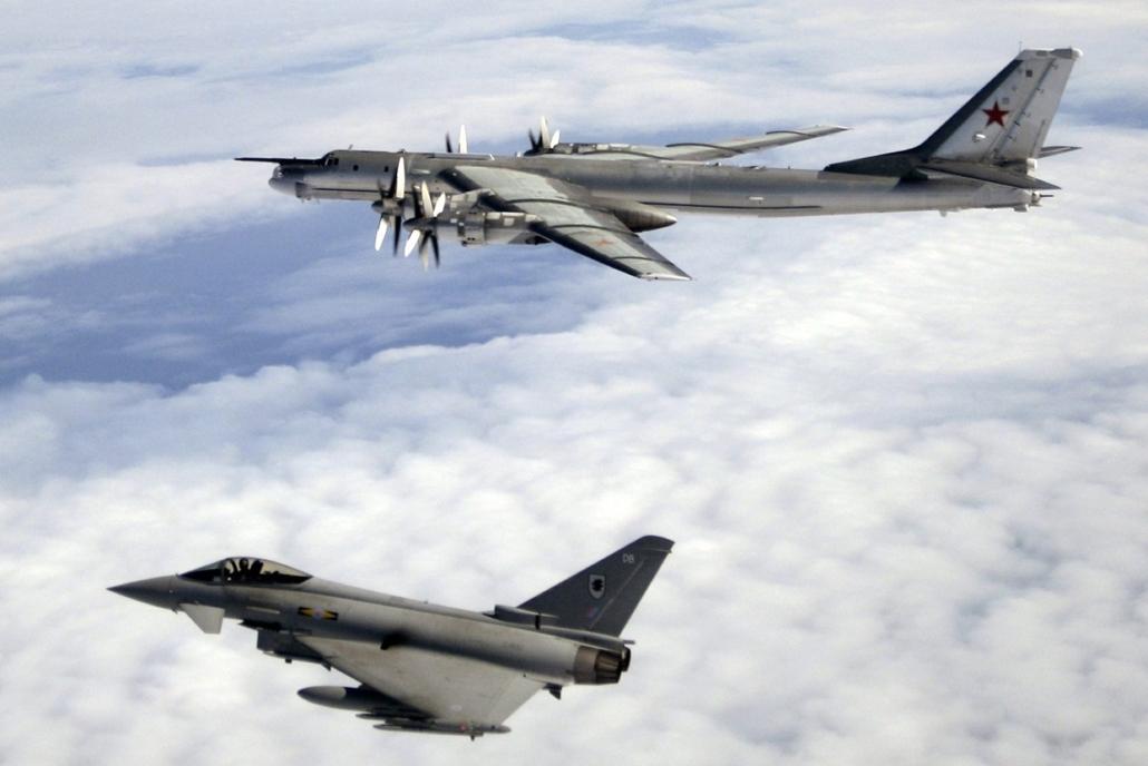 e_! - 15.02.18. - Orosz vadászbombázót fogtak a Brit Királyi Légierő (RAF) gépei - 7képei