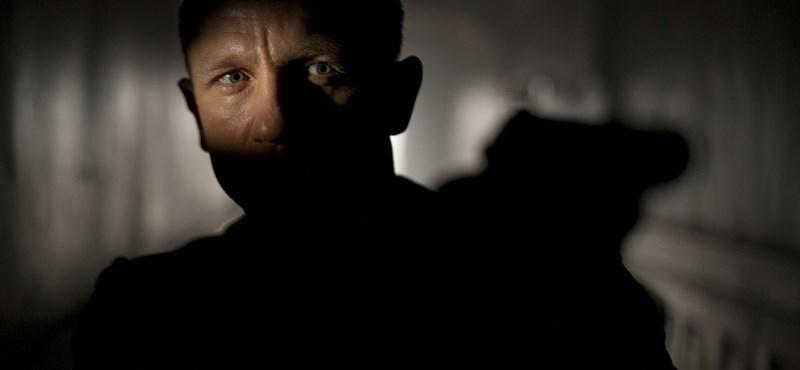 Daniel Craig maga a megtestesült férfiasság az új James Bond-film első képkockáján