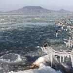 Lehet, hogy a hétvégén már lehet korizni a Balatonon – egy rókát már elbír a jég