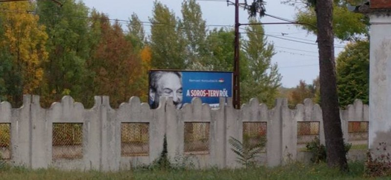 Soros-ellenes plakát a zsidó sírok felett