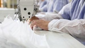 Maszkgyártásba kezdenek a szakképző iskolák diákjai