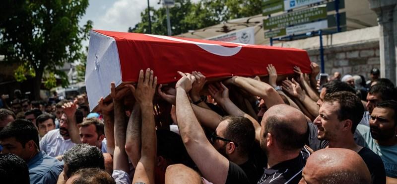Újabb katonákat börtönöznének be Törökországban