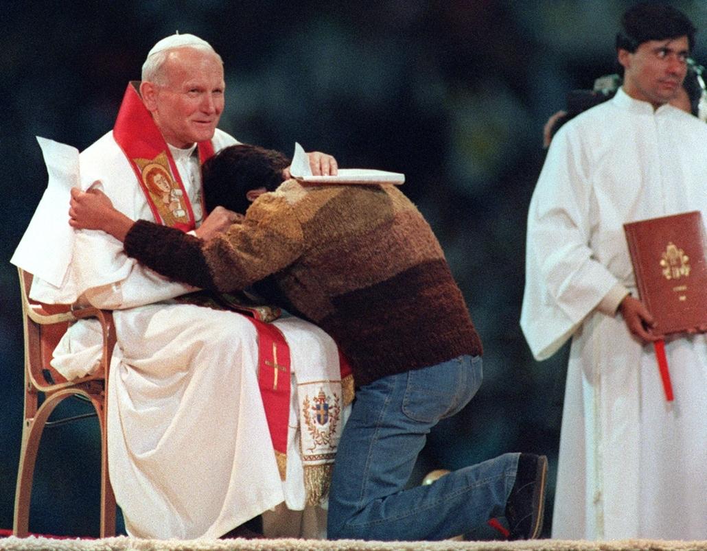 afp.87.04.02. - Santiago, Chile: fiatalok számára rendezett szabadtéri misén - Fredy Ormeño . -  - ,II. János Pál pápa