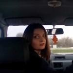 A nap videója: veszélyesen, tömegesen tolatnak az autók a 11-es útnál
