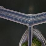 Villamossínekre csúszott egy autó a Margit hídon