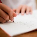 Közel tízezren kérték, hogy a gyereküknek még ne kelljen elkezdeni az iskolát
