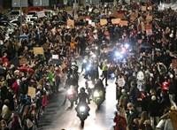 Könnygázt is bevetett a rendőrség az abortusztörvény ellen zajló tüntetéseken Lengyelországban