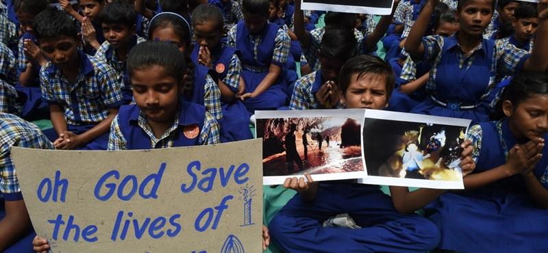 Drámai felvételeket tettek közzé a thai gyerekek mentéséről