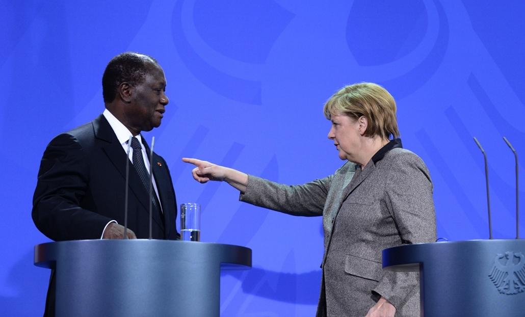 Malinagyítás afp, Mali, algéria, francia beavatkozás -  Angela Merkel német kancellár (b) és Alassane Ouattara elefántcsontparti elnök, a nyugat-afrikai államok közösségének (ECOWAS) elnöke közös sajtóértekezletet tart a mali helyzettel foglalkozó tárgyal