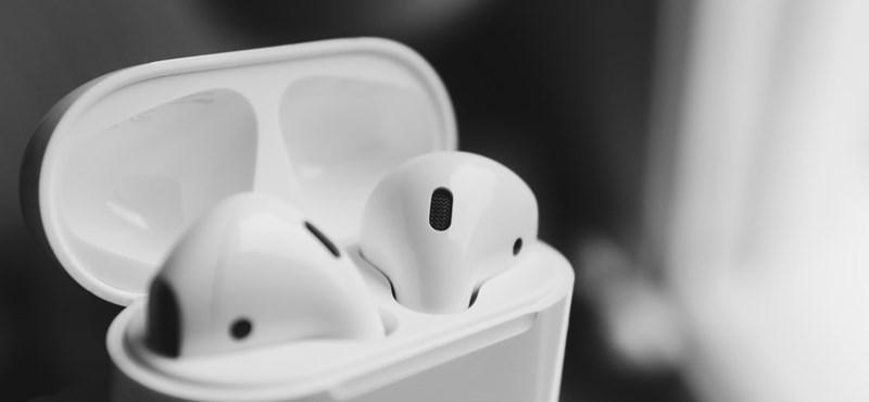 Az AirPodsokba is bekerül az Apple akkumulátorvédő funkciója