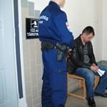 Különös kegyetlenséggel elkövetett emberölésért szorulhatnak az izsáki rendőrök