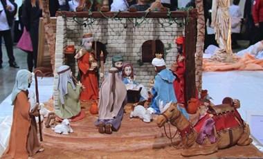 18 kiló masszából készítette el a szent családot egy magyar cukrász