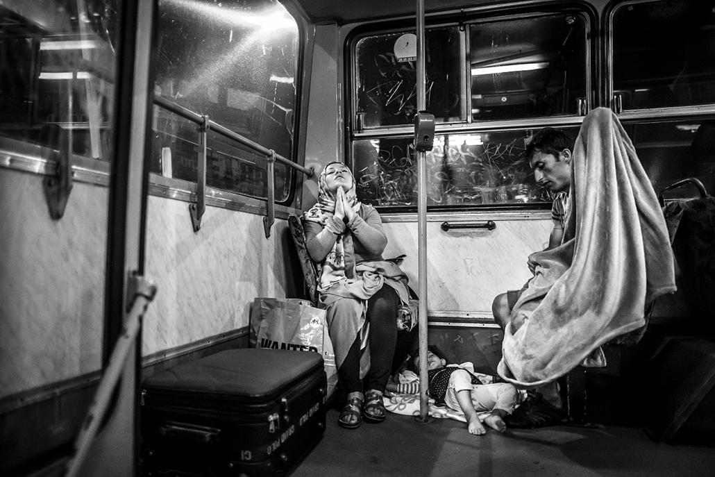 NE HASZNÁLD! -e_! sajtófotó 2015., díjazott képek, Menekültválság, egyedi 1. helyezett - Ima