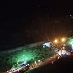 Földhöz csapódott egy repülő Indiában, közel 200-an voltak rajta