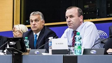 Eljött a nap, amikor fordulatot vehet a Néppárt és a Fidesz bokszmeccse
