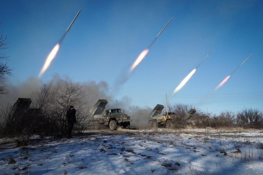 afp.15.02.18. - Horlivka, Ukrajna: oroszbarát lázadók Grad rakétái - Grad rakéta