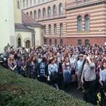 Így tiltakoznak a tanárok egy budapesti iskolában: videó