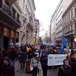 Szerdán újra tüntetnek a hoffmanni közoktatási reformok ellen