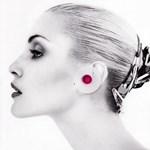 Extavagáns ékszer: Vezeték nélküli headset a fülbevalóban