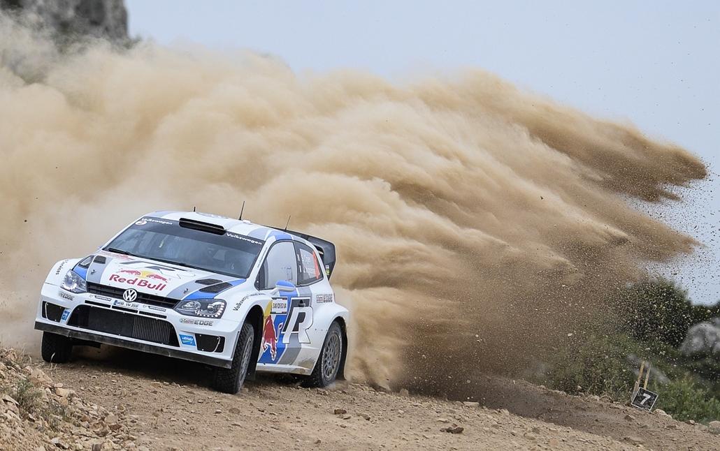 Olbia, Olaszország: a francia Sebastian Ogier érkezik a FIA World Rally Championship tizenegyedik szakaszán. - hét képei