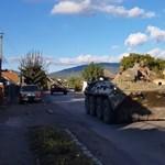 Ukrán katonai páncélosokat láttak Kárpátaljan - videó