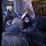 Videó: dühös hallgatók verték szét az irodaházat